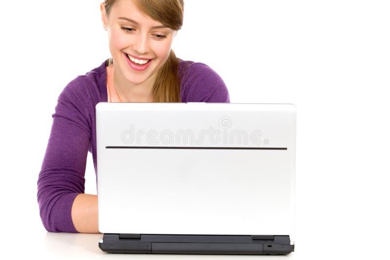 компьтер-книжка девушки используя стоковое изображение rf
