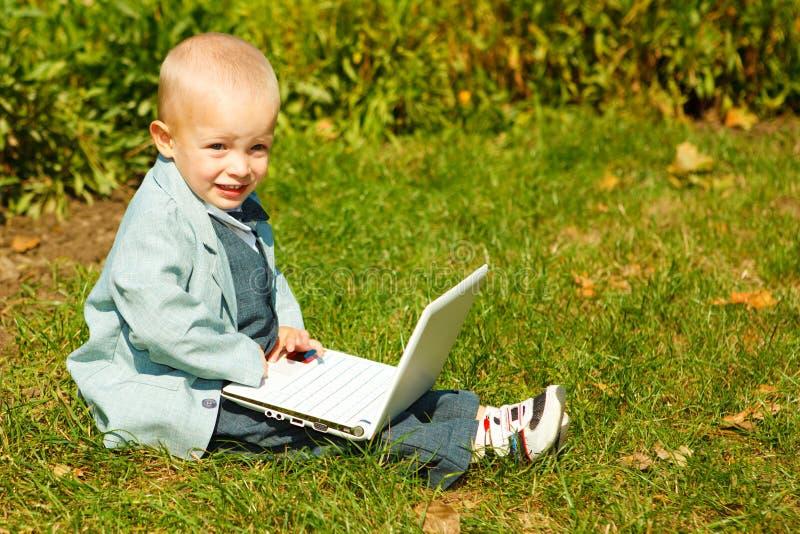 компьтер-книжка малыша стоковое изображение