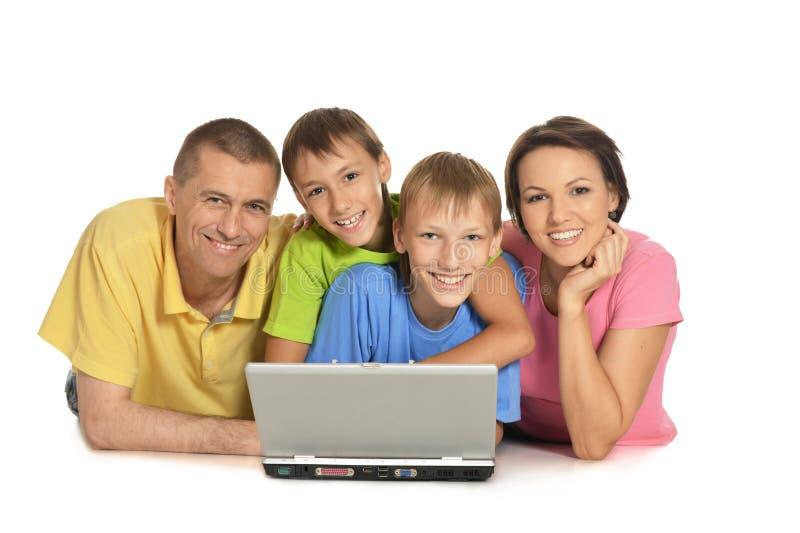 компьтер-книжка семьи счастливая стоковое фото rf