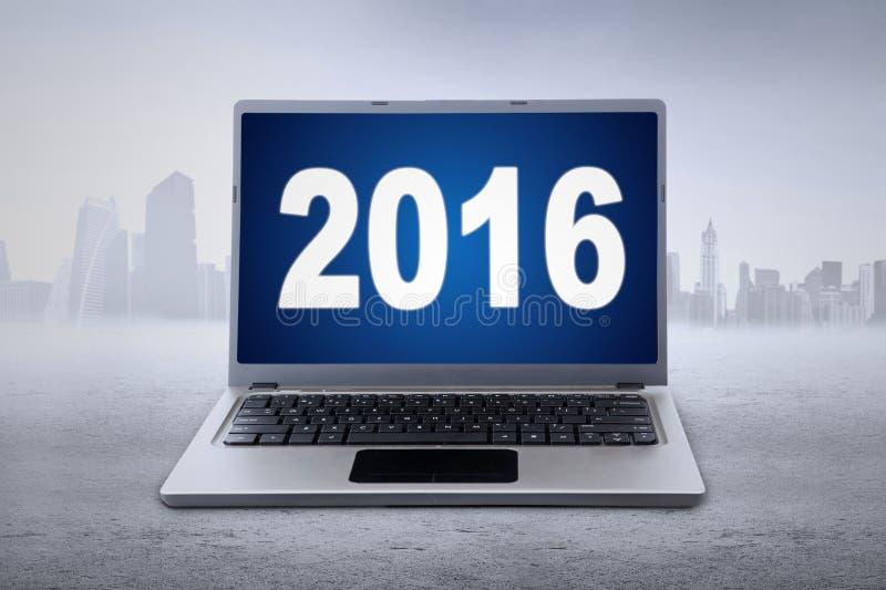 Компьтер-книжка с 2016 на мониторе стоковое изображение rf