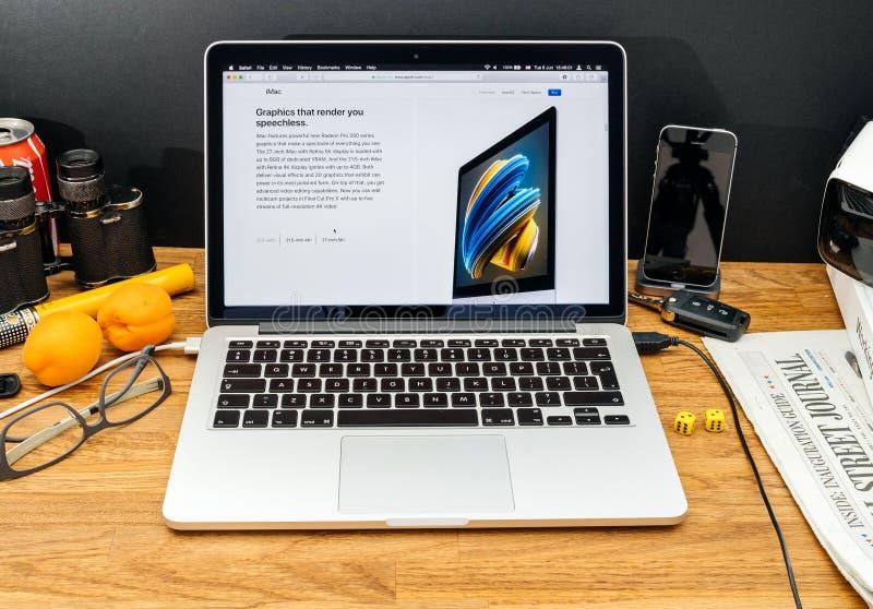Компьютеры Эпл на объявлениях WWDC самых последних iMac с radeon стоковые изображения