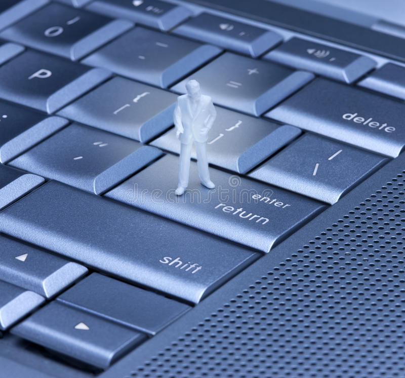компьютер вписывает возвращение клавиатуры стоковая фотография