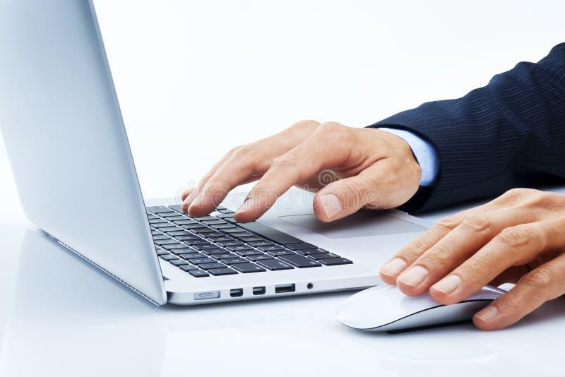 Компьютер дела вручает маркетинг стоковые фотографии rf