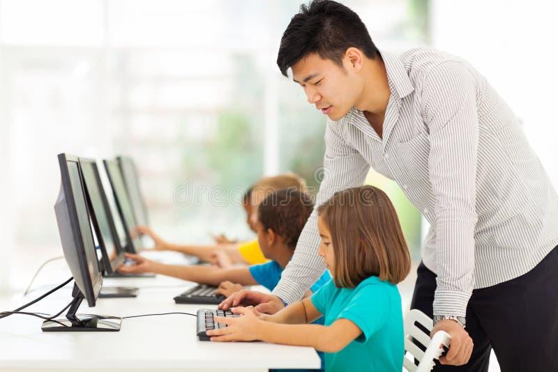 Компьютер учителя уча стоковые изображения