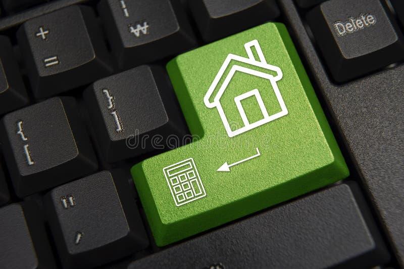 компьютер черноты близкий входит сфокусированную ключевую клавиатуру вверх Концепция маркетинга недвижимости стоковые изображения