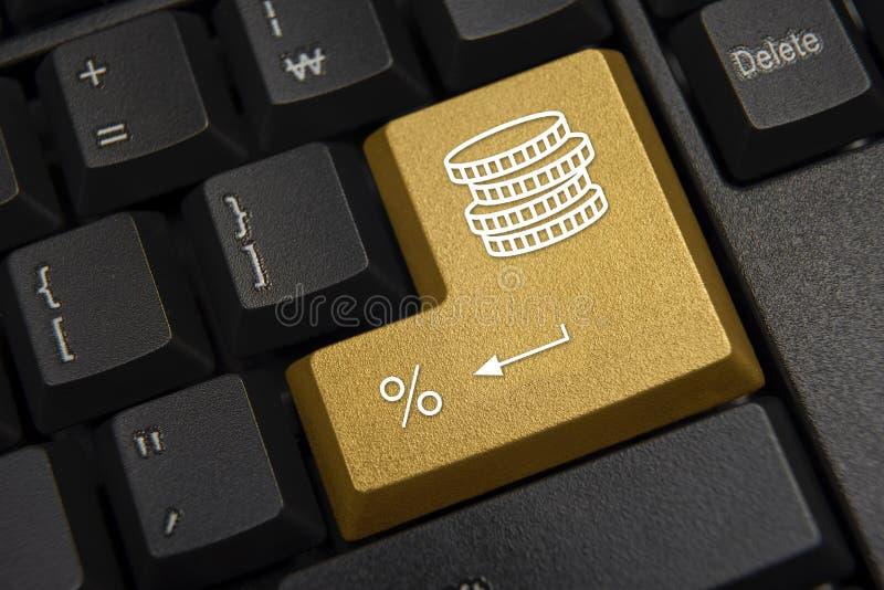 компьютер черноты близкий входит сфокусированную ключевую клавиатуру вверх Банк, концепция финансов стоковые фото