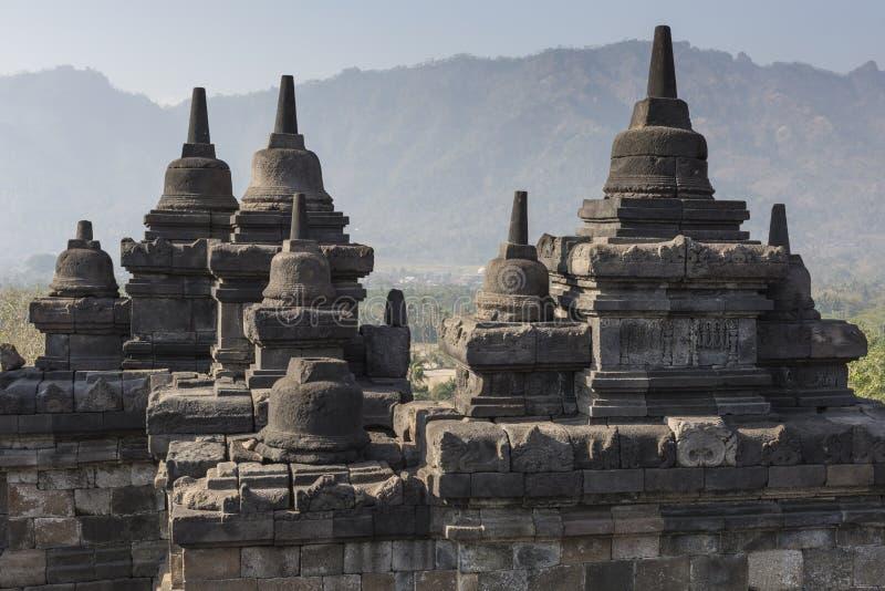 Комплекс виска Borobudur на острове Ява в Индонезии в t стоковые фото