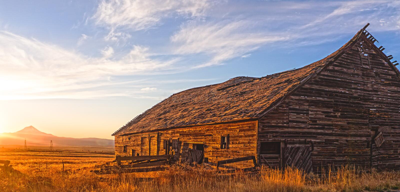 Комплекты Солнця в центральном Орегоне стоковое фото