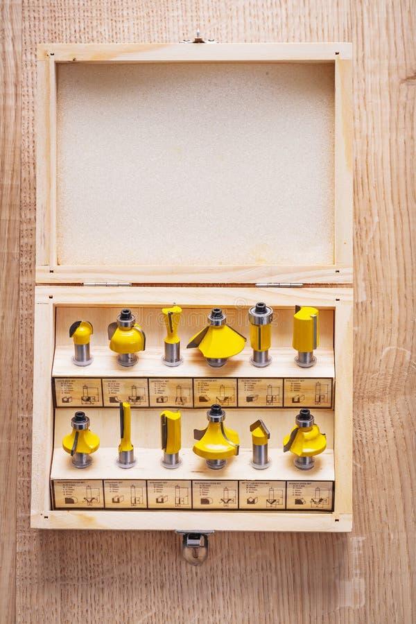 Комплект битов маршрутизатора roundover для woodworking внутри стоковое фото rf
