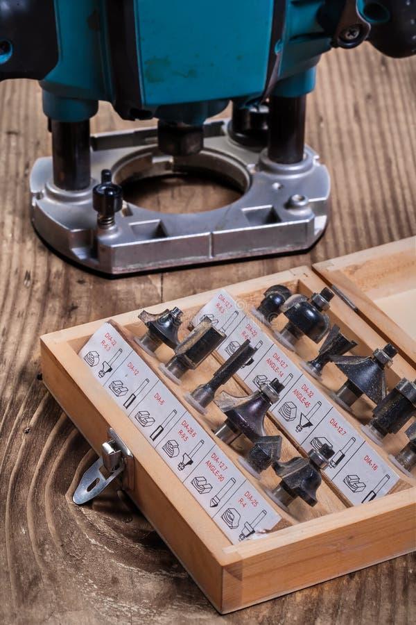 Комплект битов маршрутизатора roundover для woodworking в деревянной коробке и p стоковое изображение rf