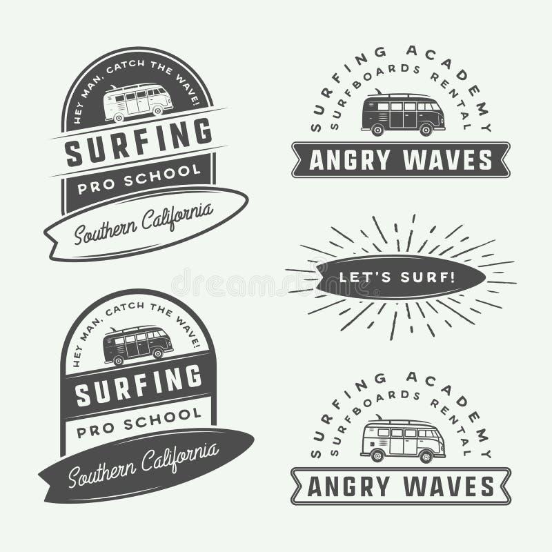 Комплект винтажных ретро логотипов серфинга, лета и перемещения, эмблемы, бесплатная иллюстрация