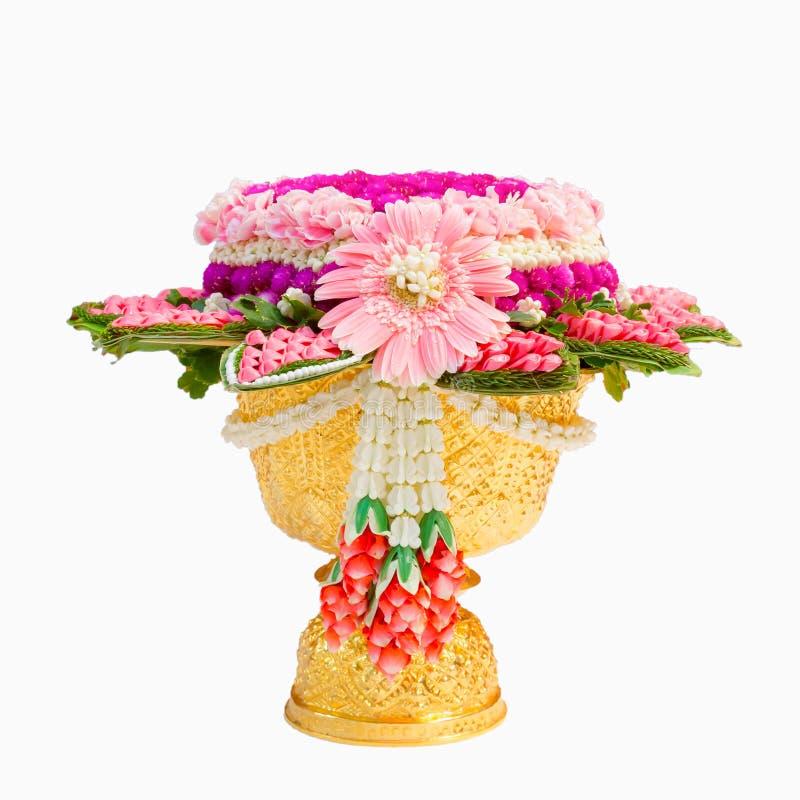 Комплект гирлянды и цветков жасмина на традиции phan золота тайской стоковое изображение rf