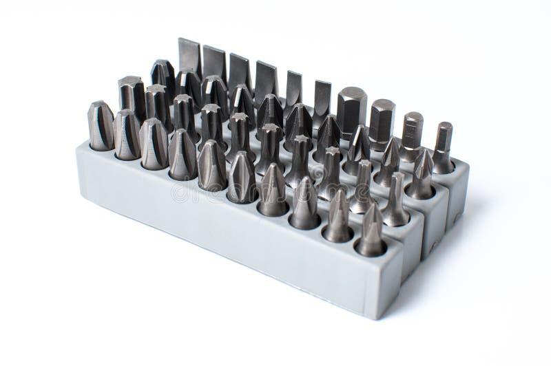 Комплект голов для отвертки в серой коробке изолированной на белом backg стоковые изображения