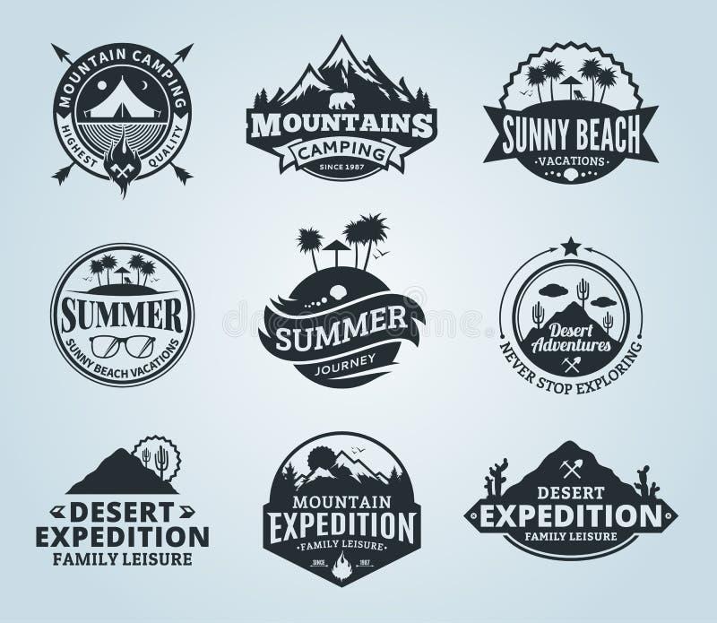 Комплект лета вектора, горы и внешнего логотипа приключений иллюстрация штока