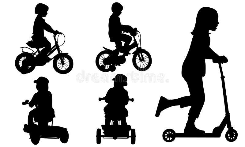 Комплект детей на велосипедах бесплатная иллюстрация