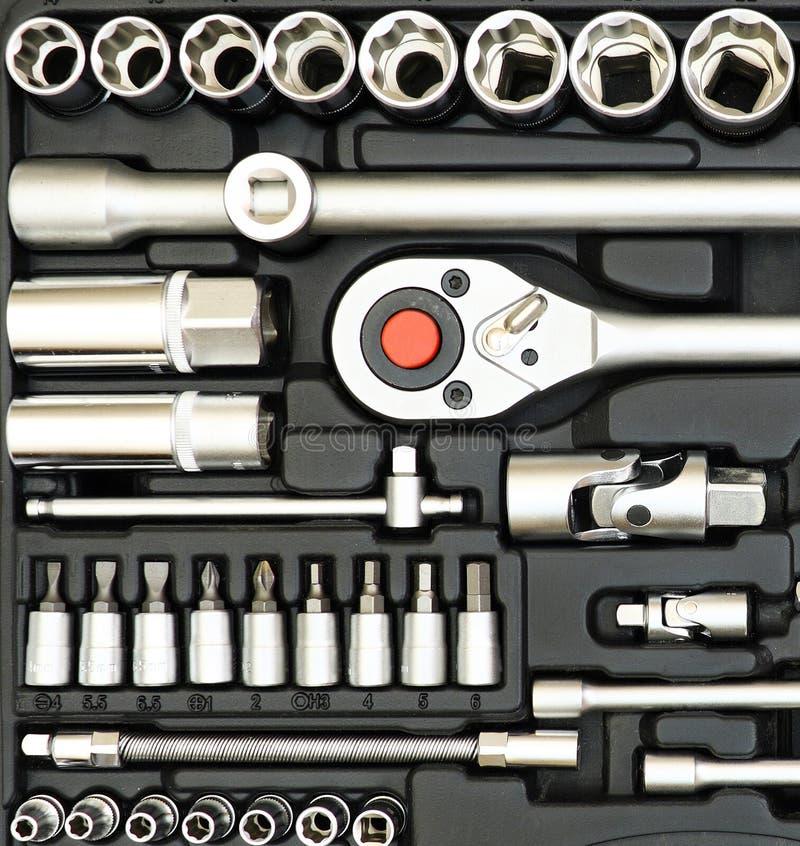 Комплект инструментов в коробке изолированной на белизне стоковые изображения