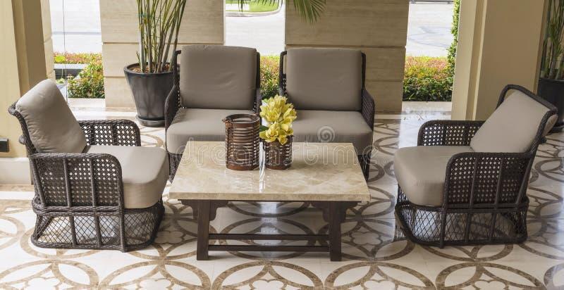 Комплект мебели от ротанга стоковое изображение