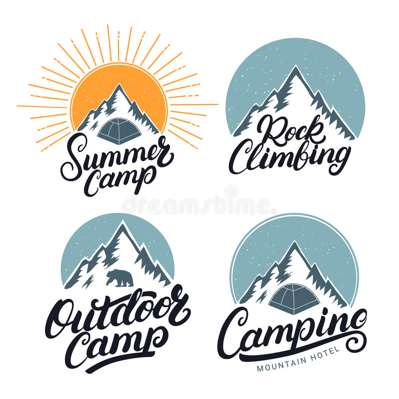 Комплект логотипов располагаться лагерем, летнего лагеря, внешних и скалолазания винтажных, эмблем, ярлыков, значков бесплатная иллюстрация
