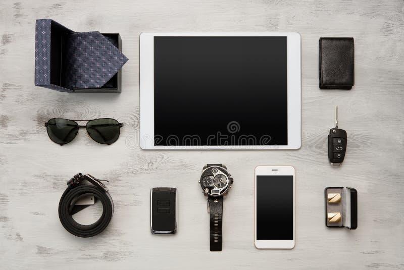 Комплект современных аксессуаров бизнесменов стоковое изображение