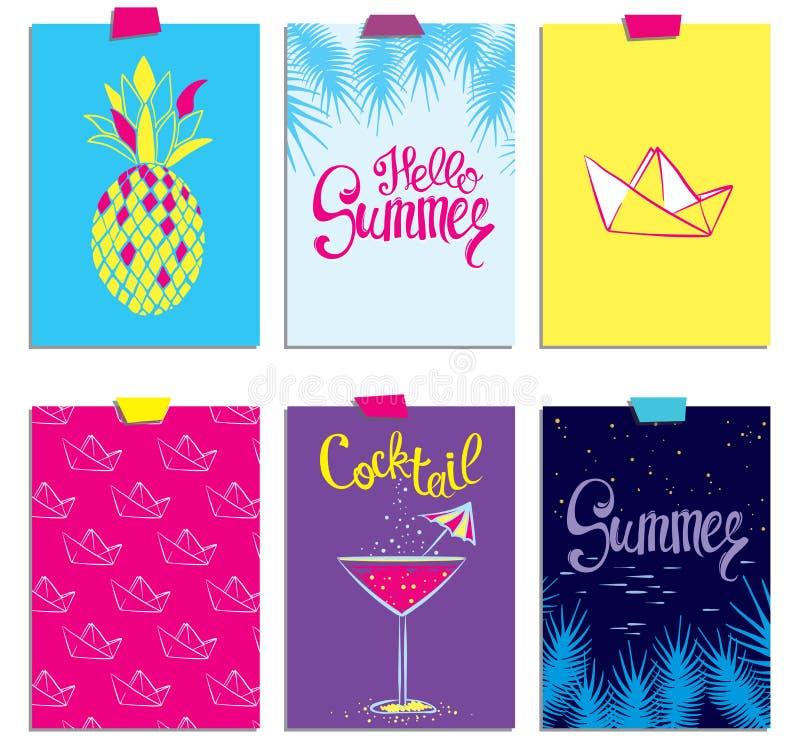 Комплект стильных карточек лета Ананас, коктеиль, бумажная шлюпка и ветви ладони в векторе Надписи лета литерность иллюстрация вектора