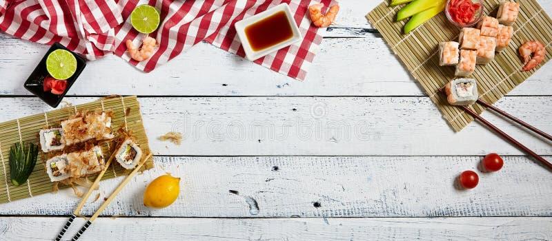 Комплект суш различных кренов с соевым соусом стоковое фото