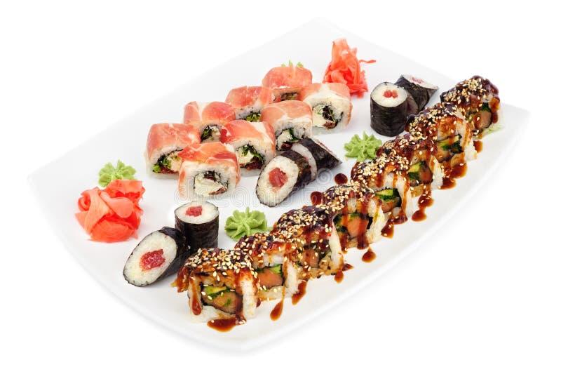Комплект суш Maki и uramaki кренов на белизне стоковые фото