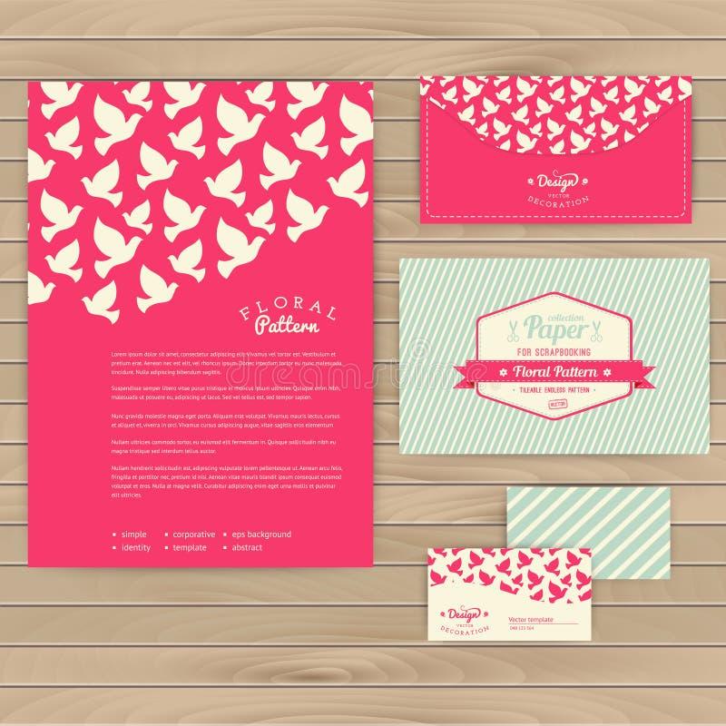 Комплект флористических винтажных карточек свадьбы на деревянной текстуре, приглашений бесплатная иллюстрация