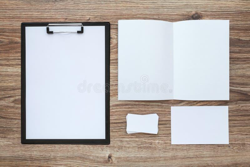Комплект шаблона фирменного стиля Модель-макет канцелярских принадлежностей дела стоковые изображения