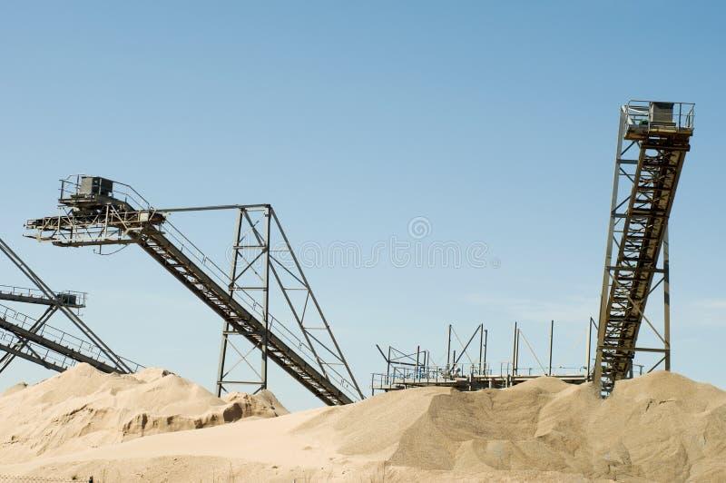 Конвейерный пояс установки для извлечения песка стоковые фотографии rf
