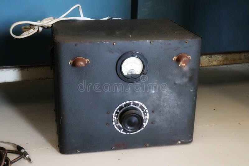 Конвертер или инвертор силы электронно вызвали инвертор силы или DC к инвертору AC старой версии стоковое фото