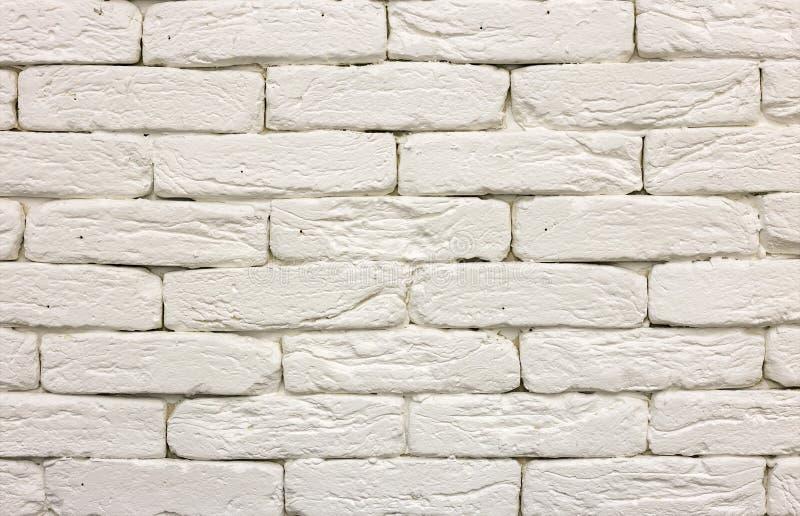 Конец-вверх белой покрашенной побеленной твердой кирпичной стены Абстрактные предпосылка, Bricklaying, конструкция и masonry косм стоковые изображения