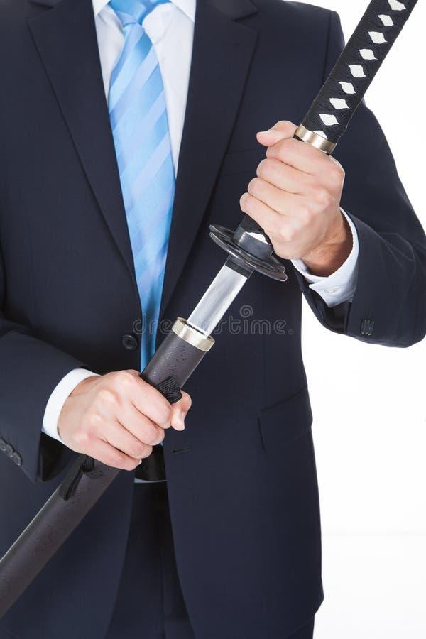 Конец-вверх бизнесмена с шпагой стоковая фотография