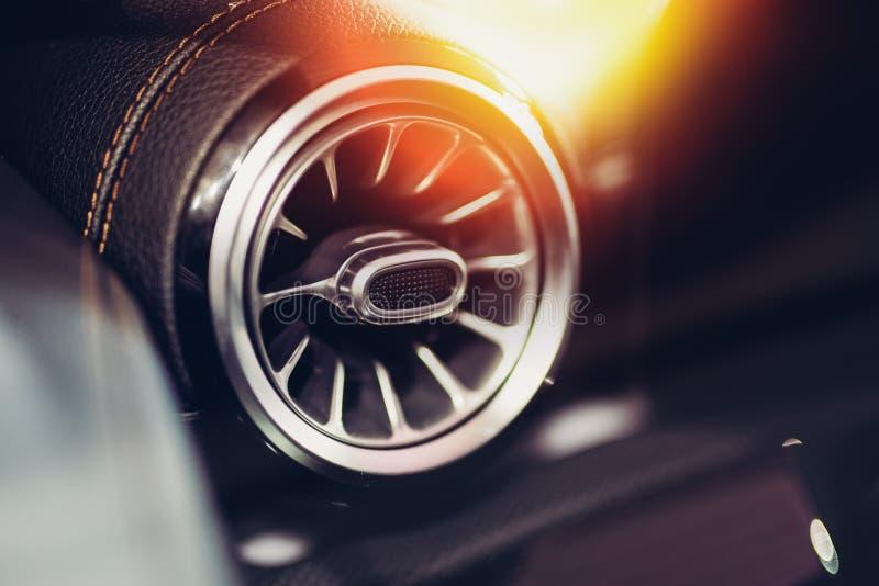 Конец-вверх вентиляции автомобиля стоковое изображение