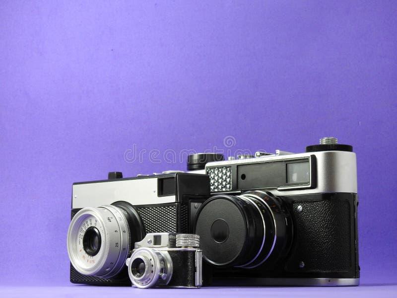 Конец-вверх 3 винтажных сетноых-аналогов фотокамер стоковые изображения rf
