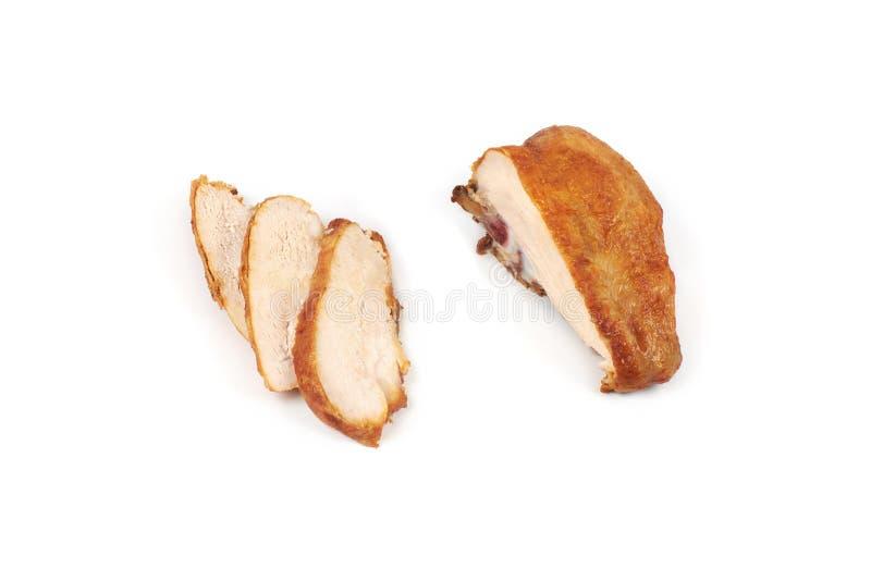 Конец вверх зажаренной, отрезанной куриной грудки изолированной на белой предпосылке стоковые фотографии rf