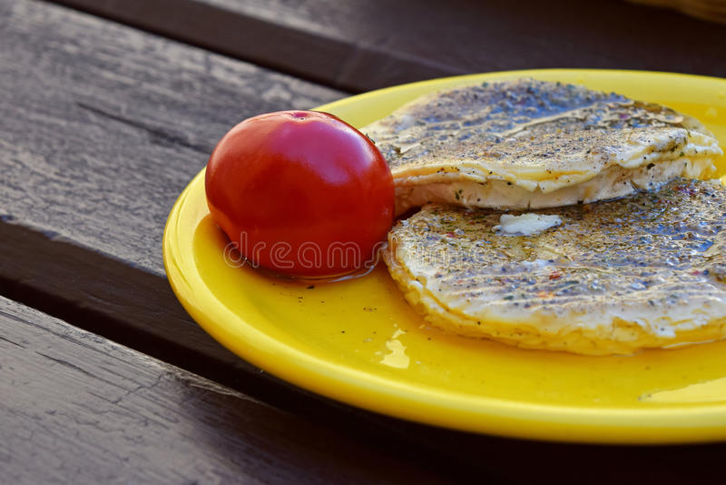 Конец вверх замариновал мягкие сыр и перец камамбера стоковые фото