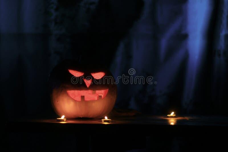 конец вверх зловещая тыква на хеллоуин стоковые изображения rf