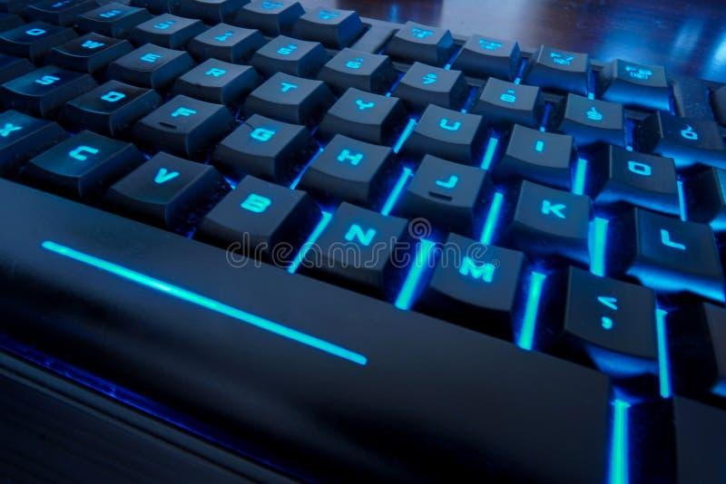 Конец-вверх клавиатуры компьютера Lit стоковые изображения