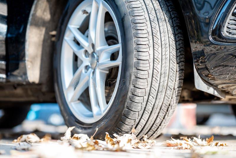 Конец-вверх колеса автомобиля стоковые изображения