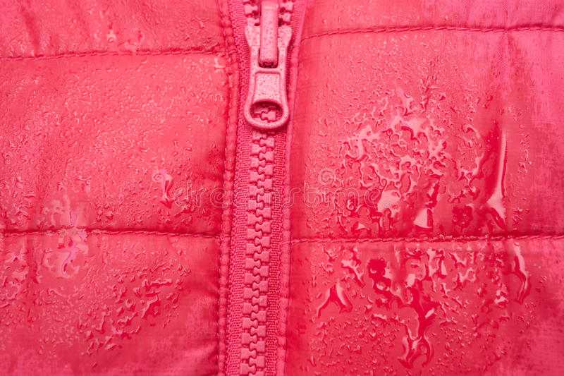 Конец-вверх красной куртки с молнией стоковые фотографии rf