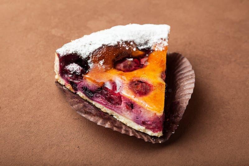 Конец-вверх, кусок домодельный пирог с ягодами стоковые изображения rf