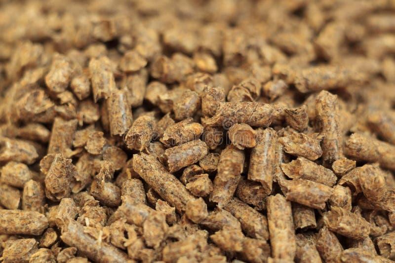 Конец-вверх лепешки топлива деревянный Источник альтернативной экологически чистой энергии Много лепешка Естественные топливо и э стоковое фото rf