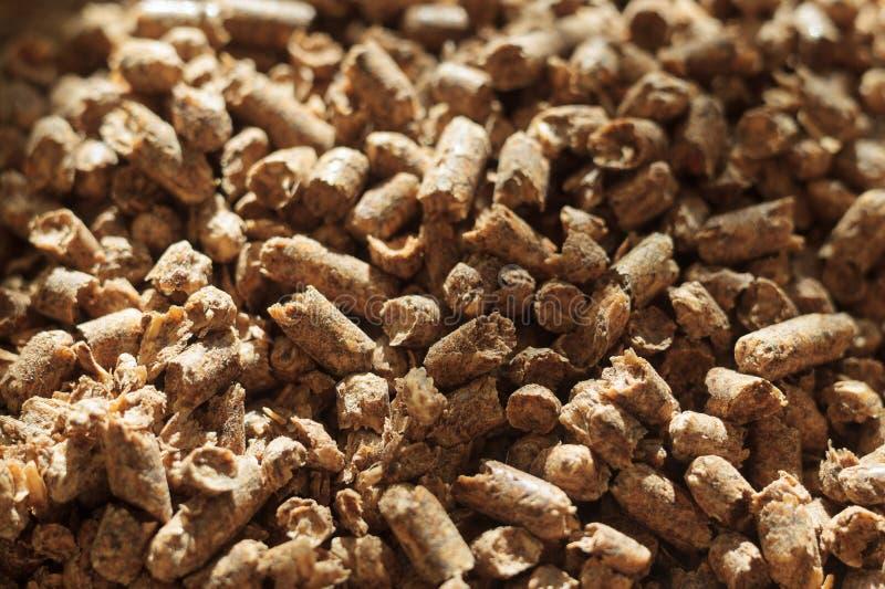 Конец-вверх лепешки топлива деревянный Источник альтернативной экологически чистой энергии Много лепешка Естественные топливо и э стоковая фотография rf
