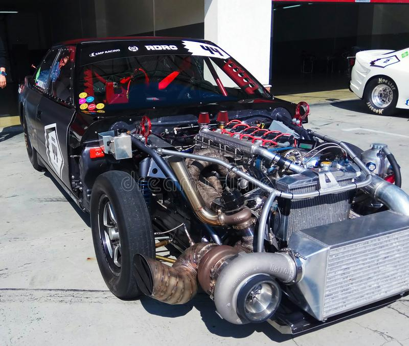 конец-вверх машинного отсека dragster, положенный дальше дисплей стоковые фото