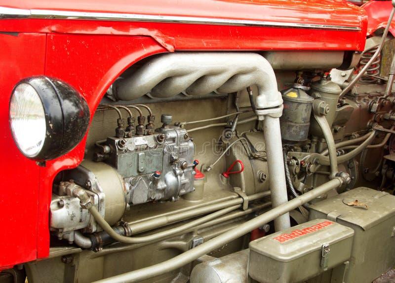 Конец-вверх мотора трактора красного цвета Hurlimann стоковое изображение rf