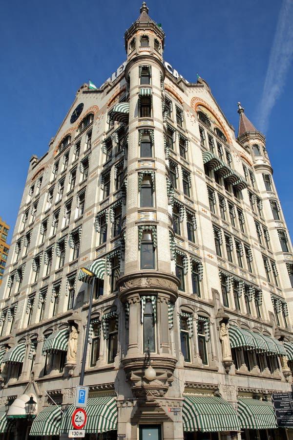 Конец-вверх на Белом Доме Witte Huis, здании Nouveau искусства историческом, с деталями и резным изображением стоковая фотография rf