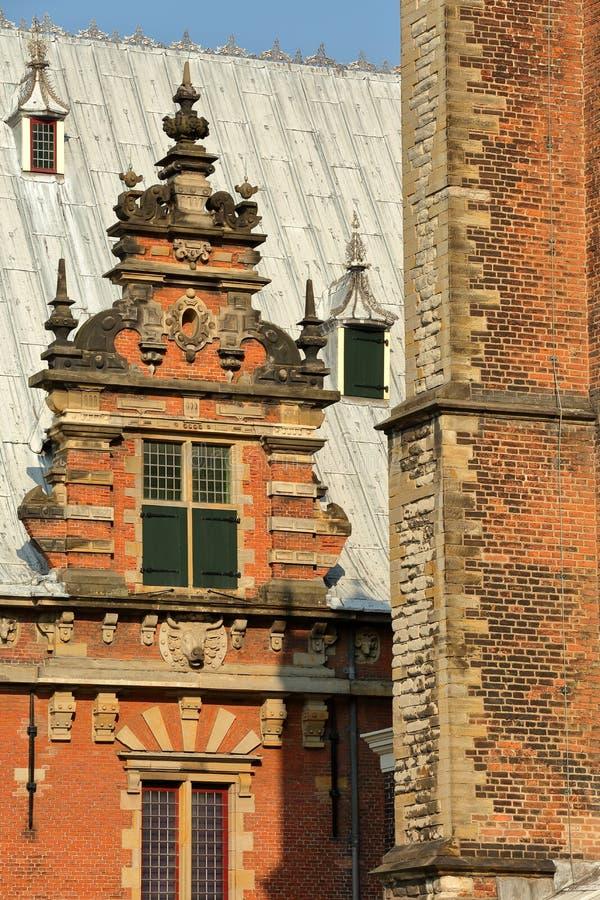 Конец-вверх на внешнем фасаде мясного рынка Vleeshal, с деталями резного изображения, Харлем стоковое фото rf