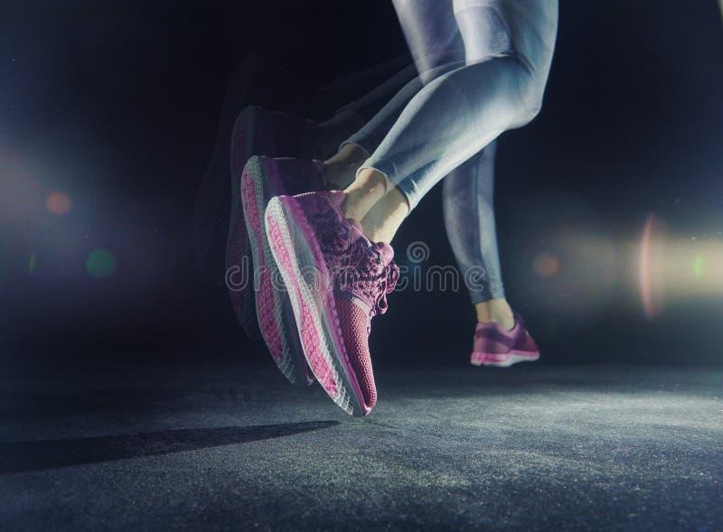Конец-вверх ноги спортсменов стоковое изображение rf