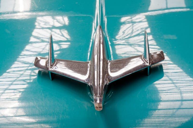 Конец вверх орнамента клобука изображения запаса Шевроле Bel Air винтажного автомобильного стоковая фотография rf