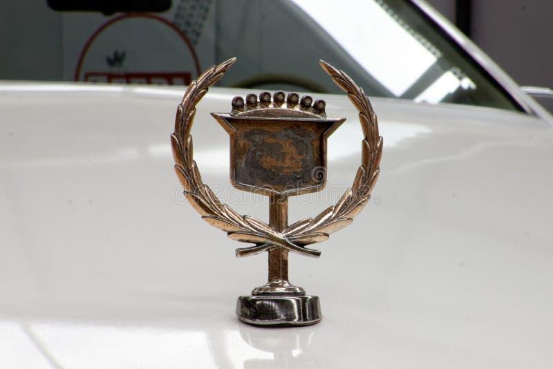 Конец вверх орнамента клобука изображения запаса Eldorado Кадиллака винтажного автомобильного стоковые изображения rf